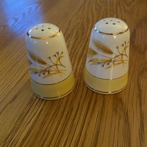 Vintage Gold Wheat Yellow/Cream Shakers